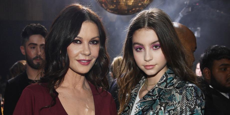 Akár csak az anyukája - gyönyörű fiatal hölgy lett Catherine Zeta-Jones lánya