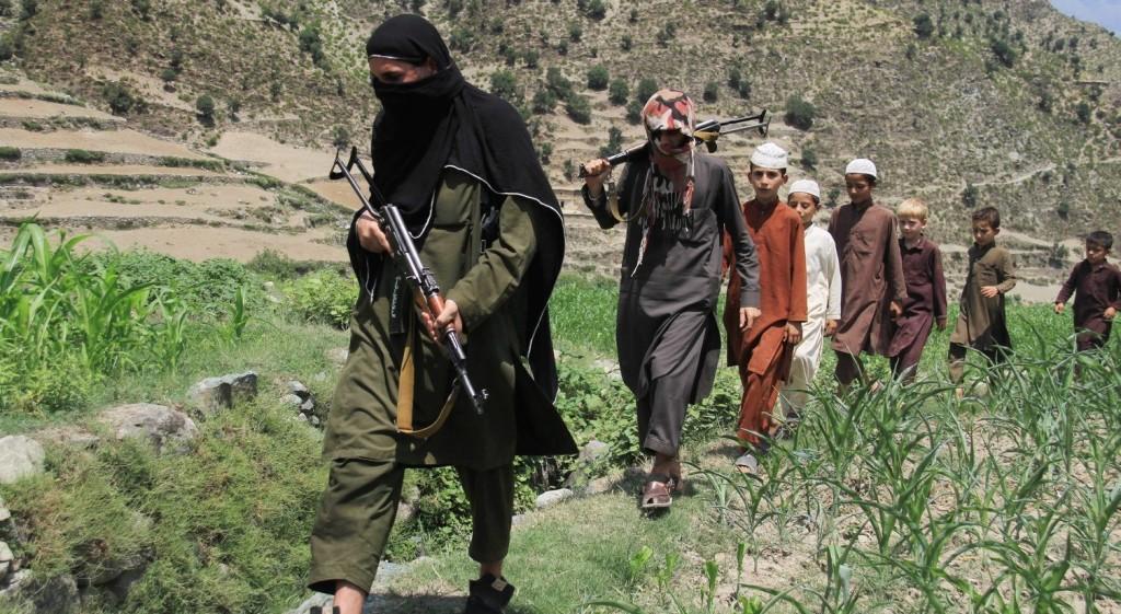 Az IÁ még mindig több ezer harcost tart fegyverben