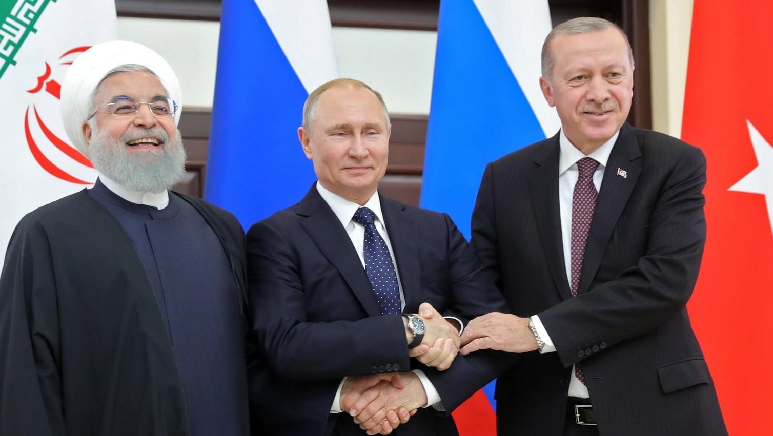 Haszan Róháni iráni, Vlagyimir Putyin orosz és Recep Tayyip Erdogan török elnök (b-j) a szíriai válság rendezéséről tartott csúcstalálkozón a szocsi Bocsarov Rucsejben 2019. február 14-én. MTI/EPA/POOL/Szergej Csirikov