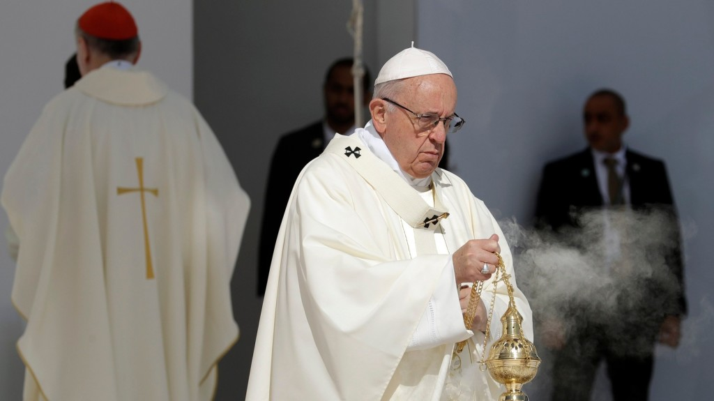 Szent László-virágkocsival köszöntik Ferenc pápát Csíksomlyón