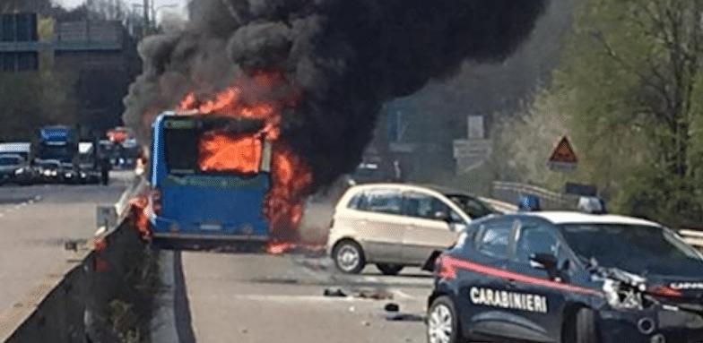 Iskolabuszt gyújtott fel egy szenegáli sofőr Milánó mellett