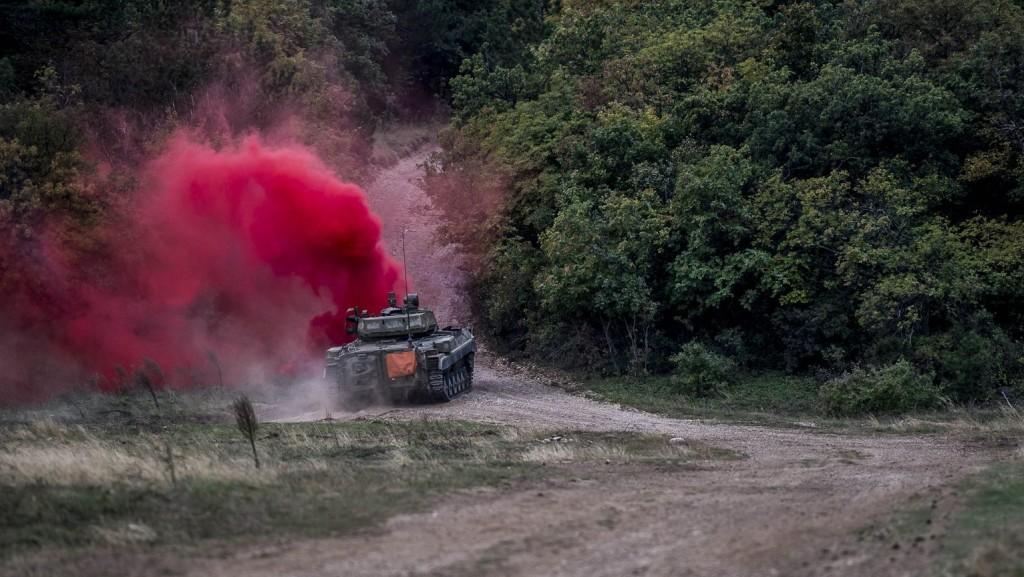 Harckocsi gázolt halálra Svédországban egy gyakorlatozó katonát