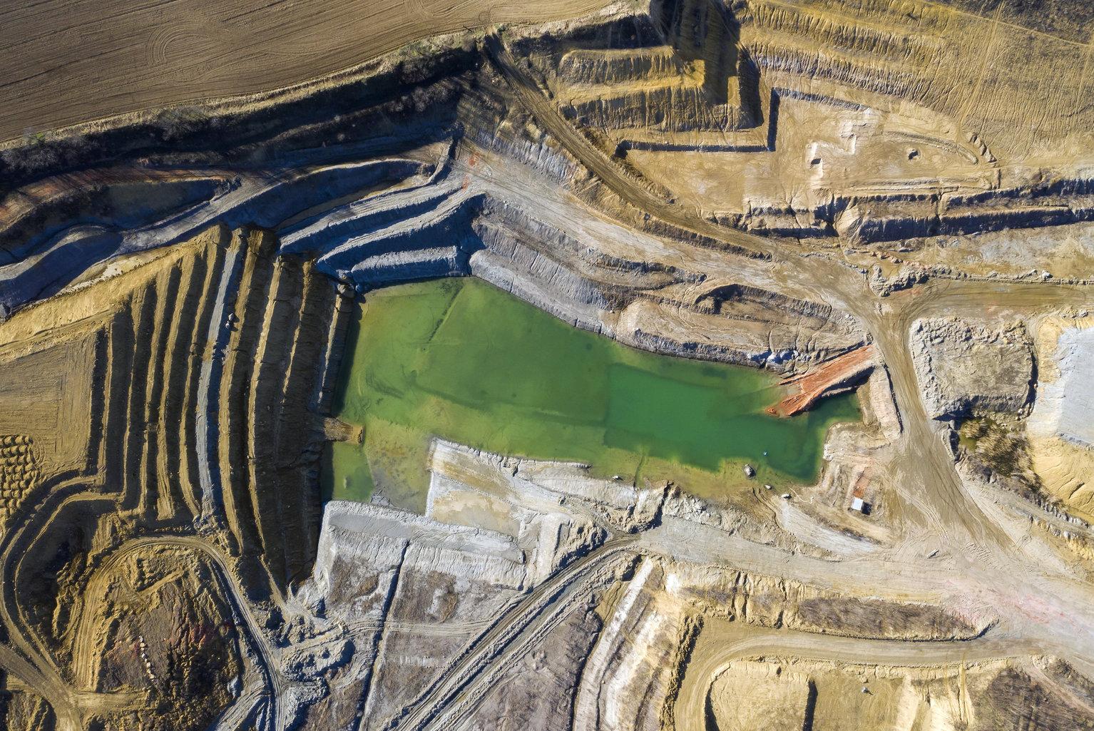 Pilisborosjenő, 2019. március 22. Bányató Pilisborosjenő közelében 2019. március 20-án. Az ENSZ március 22-ét nyilvánította a víz világnapjává, amelynek célja a környezet és ezen belül a Föld vízkészletének védelme. MTI/Mohai Balázs
