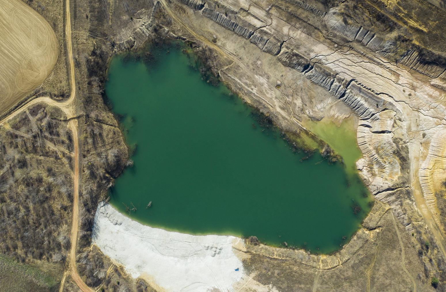 Solymár,  2019. március 22. Bányató Solymár közelében 2019. március 21-én. Az ENSZ március 22-ét nyilvánította a víz világnapjává, amelynek célja a környezet és ezen belül a Föld vízkészletének védelme. MTI/Mohai Balázs