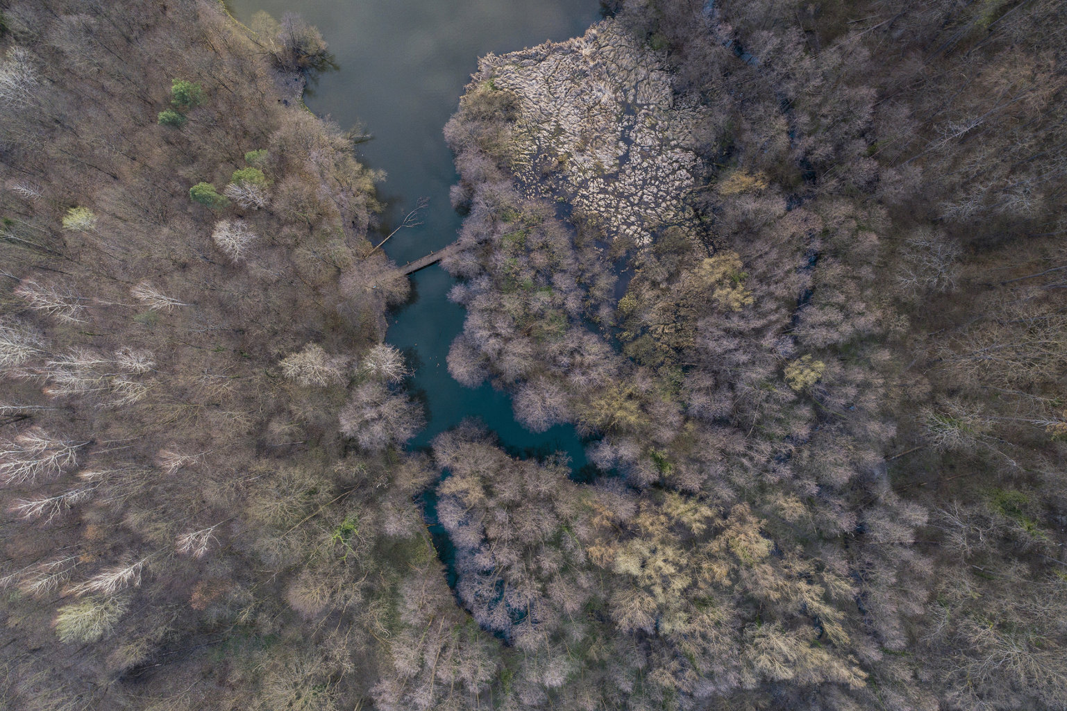 Orfű, 2019. március 20. A Herman Ottó-tó Orfűn 2019. március 20-án. Az ENSZ március 22-ét nyilvánította a víz világnapjává, amelynek célja a környezet és ezen belül a Föld vízkészletének védelme. MTI/Sóki Tamás