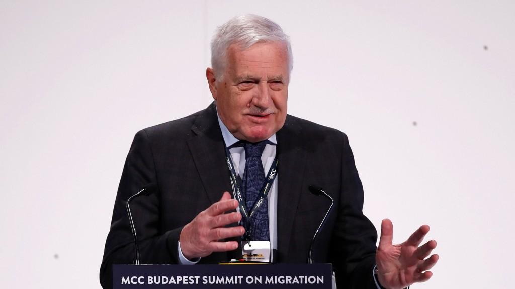 Klaus: Korunk legnagyobb kihívása a tömeges migráció
