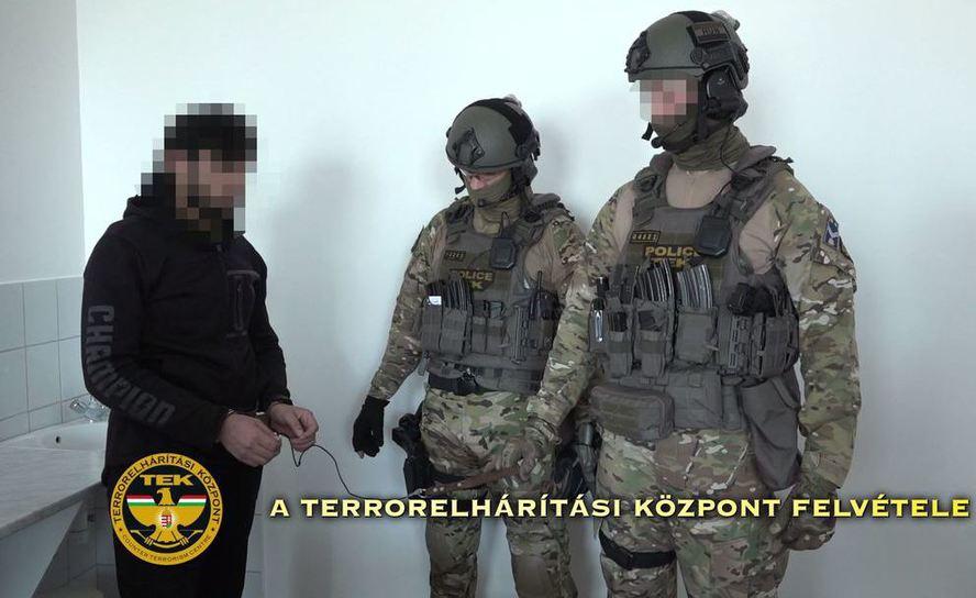Vizsgálja a TEK a terrorizmus miatt őrizetbe vett szír férfi európai tevékenységét