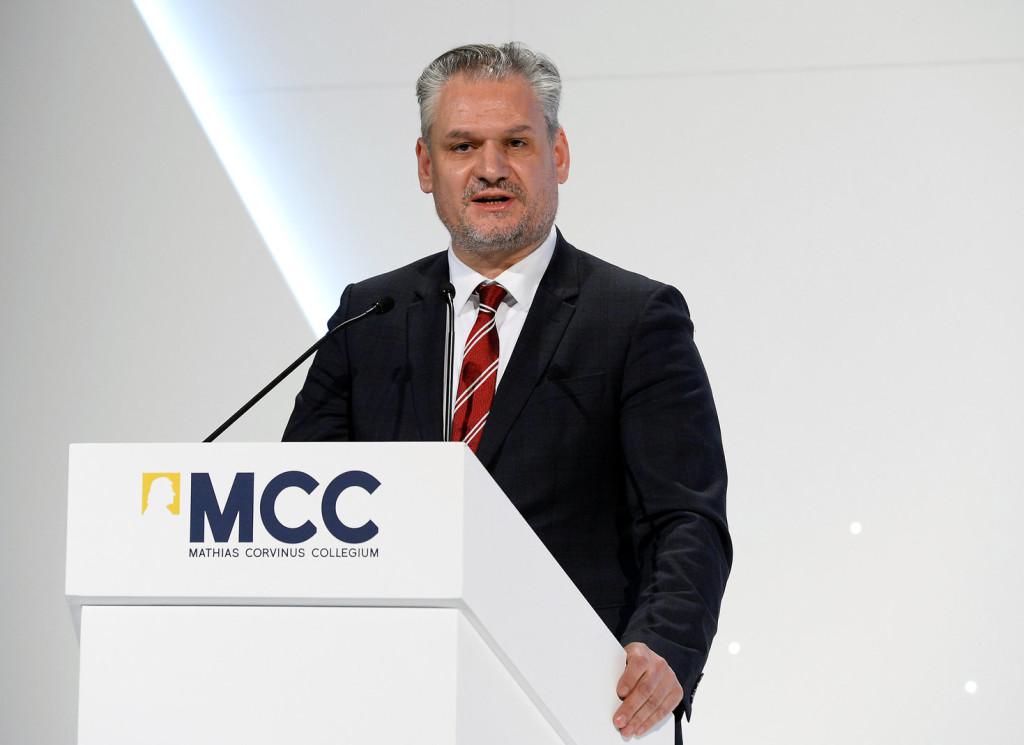Takács Szabolcs: a migráció problémája minden idők legfontosabb globális kihívása