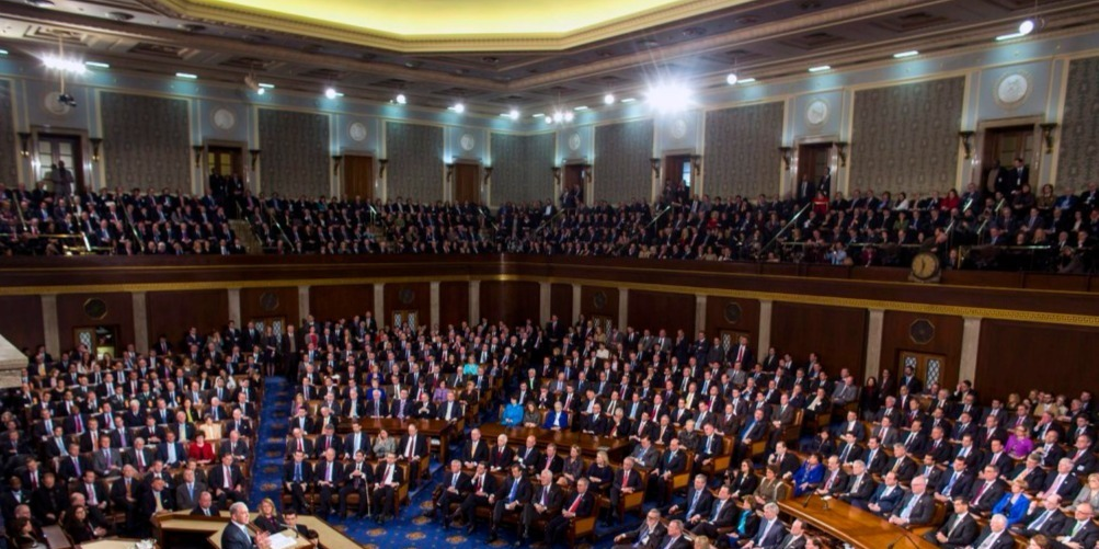 Keresztrejtvény-fejtéssel és papírrepülő-hajtogatással folytatódott az impeachment