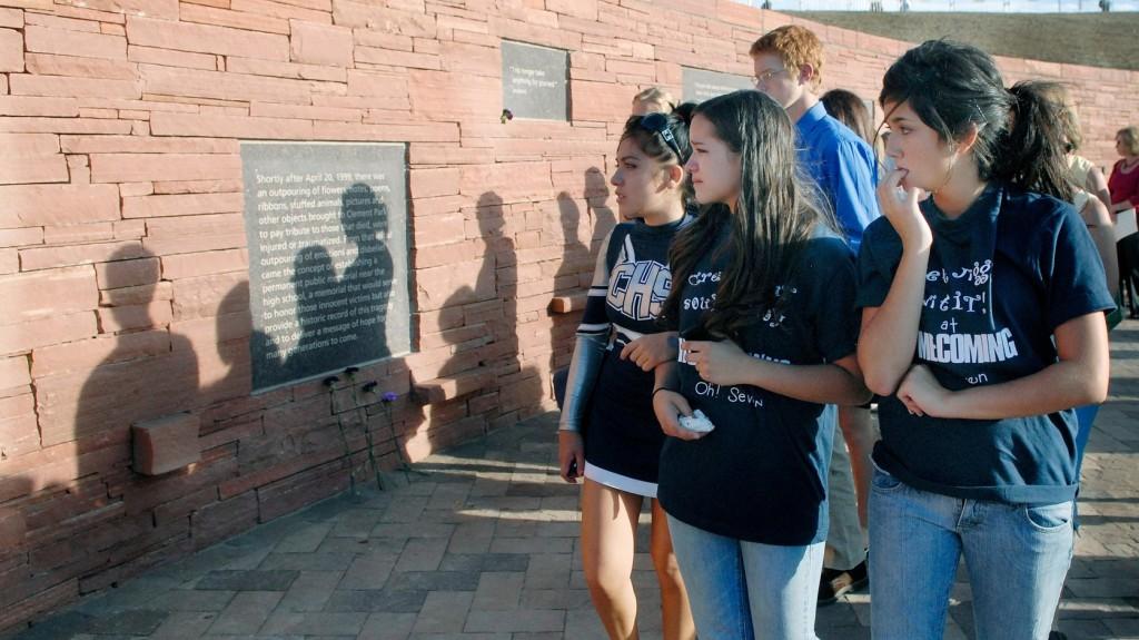 A Columbine-i vérengzés huszadik évfordulójára emlékeztek az Egyesült Államokban