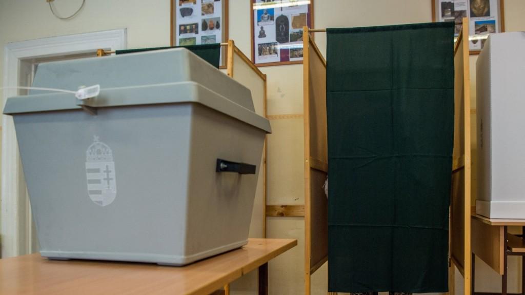 Megnyitottak a szavazókörök