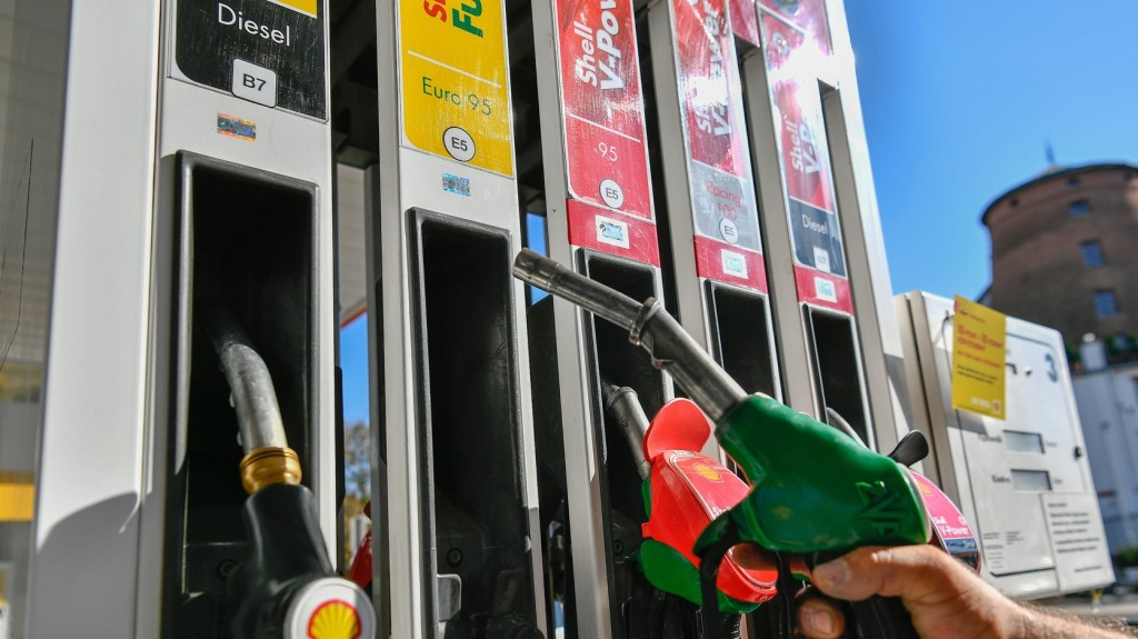 Emelkedik a benzin és a gázolaj ára szerdán