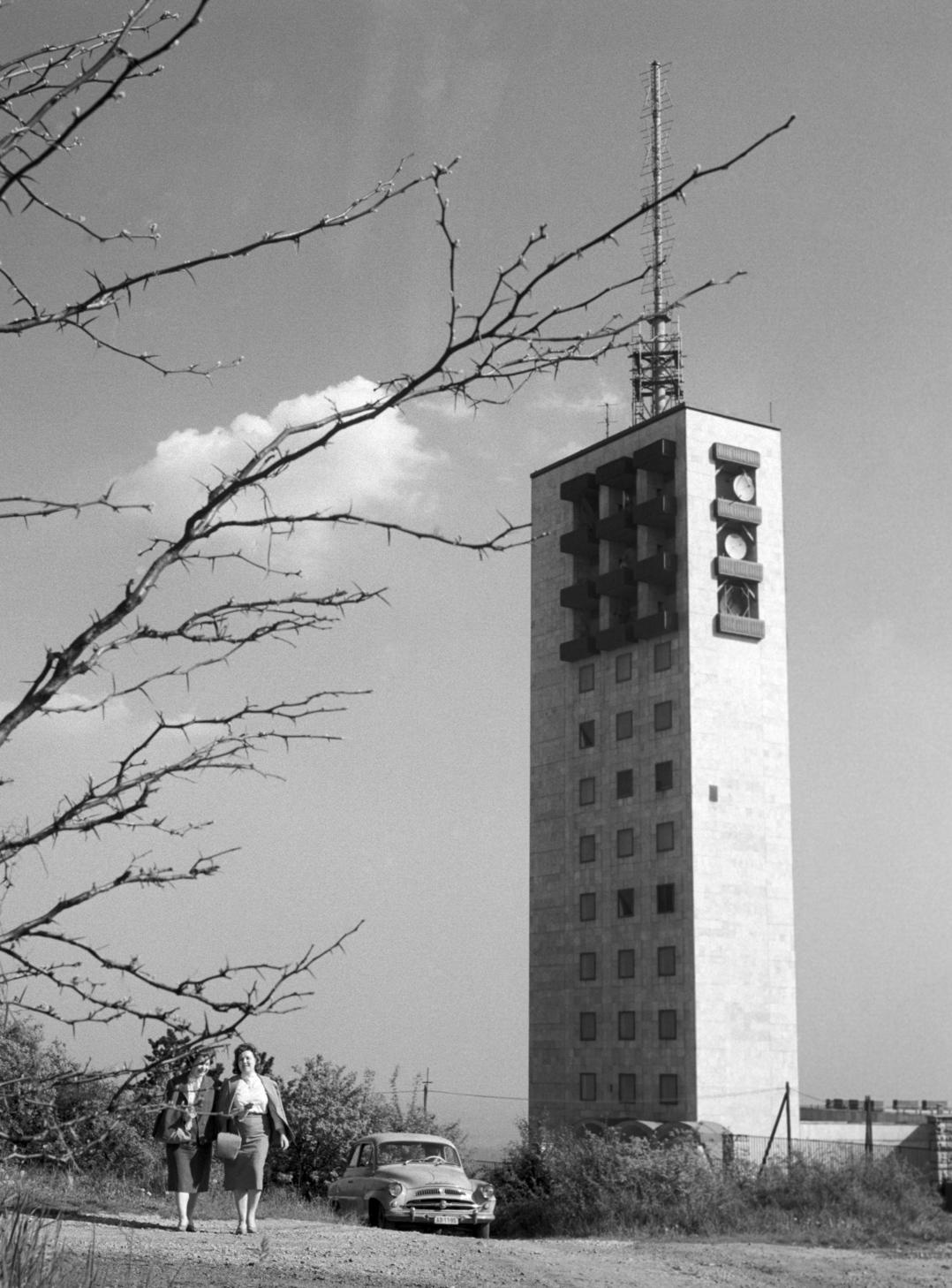 A Televízió adótornya a Széchenyi-hegyen (Fotó:  MTI/Lajos György,1960)