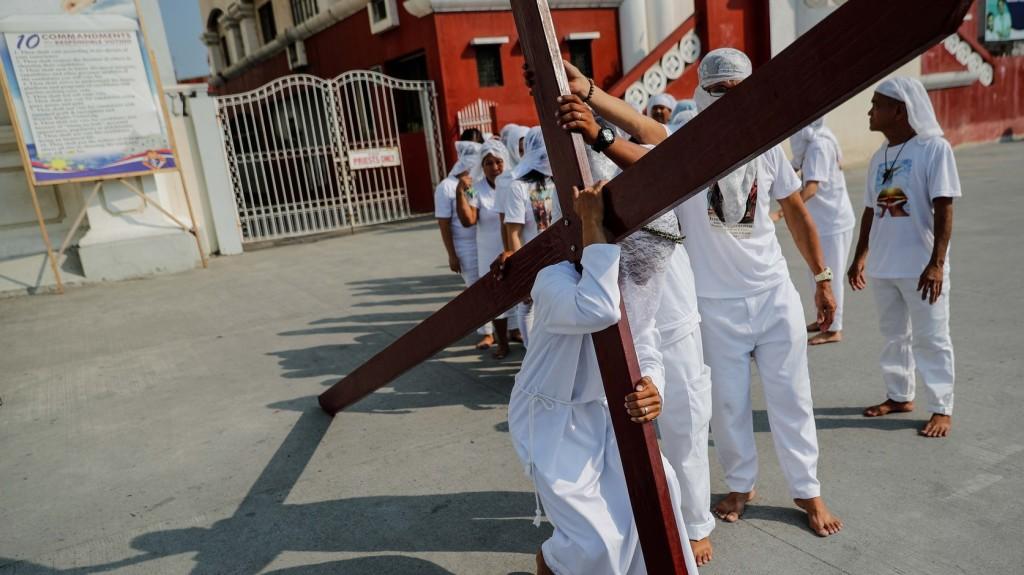 Többen keresztre feszíttették magukat nagypénteken a Fülöp-szigeteken