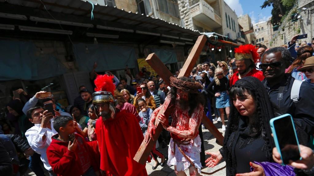 Jézus kereszthalálára emlékezett a keresztény világ