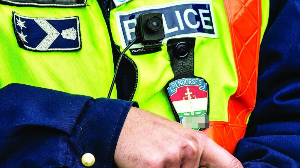Baj esetén perceken belül kiérnek a rendőrök a szavazóhelyiségekhez