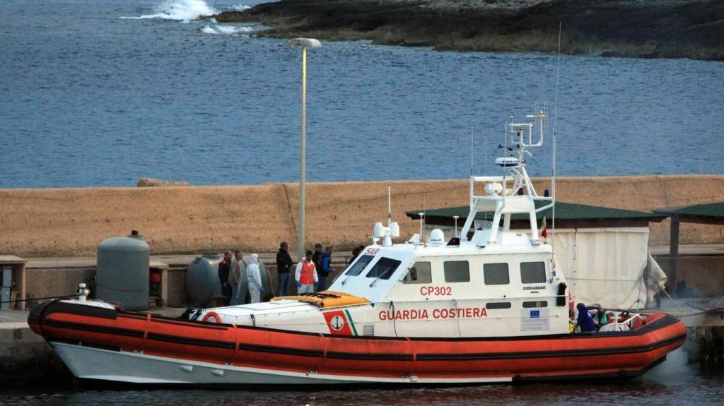 Egy migránsokat szállító hajó érte el Lampedusa szigetét