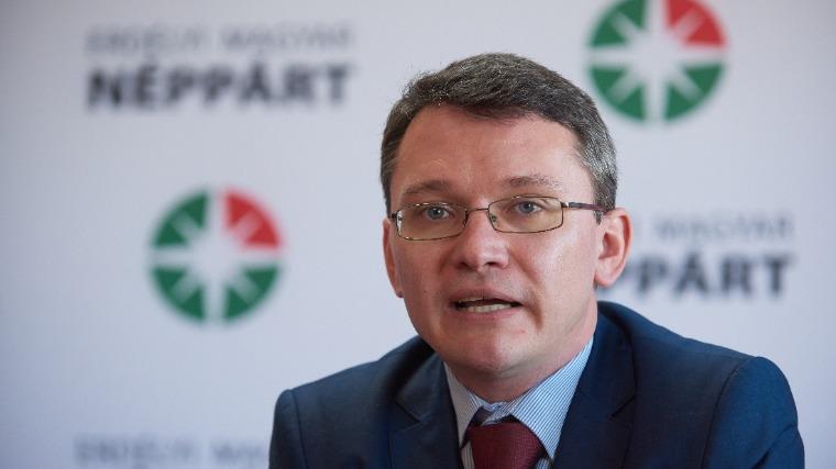 A Néppárt illegitim elnöke szerint ostrom alatt van a magyar közösség, azt üzeni: kitartás!