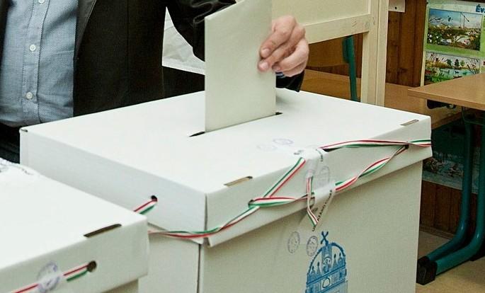 Vasárnap este 11 óráig nem lehet nyilvánosságra hozni az EP-választás eredményeit