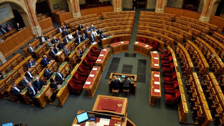 Határozatképtelen volt az Országgyűlés rendkívüli ülése