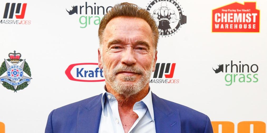 Arnold Schwarzeneggert hátba rúgták, de felbőszíteni ezzel sem sikerült