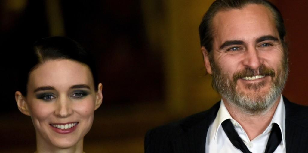 Nem csak pletyka volt: tényleg eljegyezte egymást Joaquin Phoenix és Rooney Mara