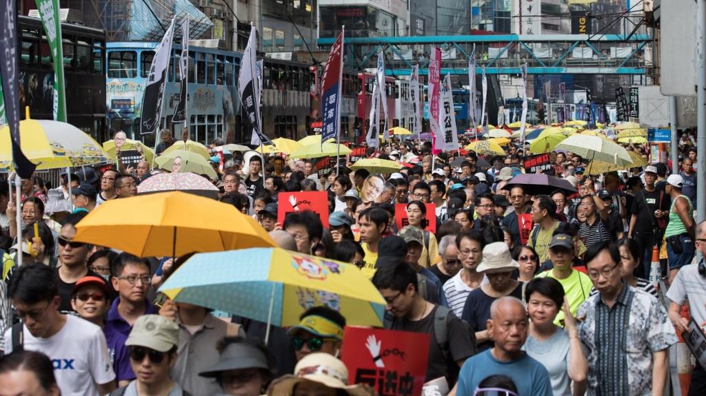 Ezrek vonultak fel Hongkongban a Tienanmen téri eseményekre emlékezve