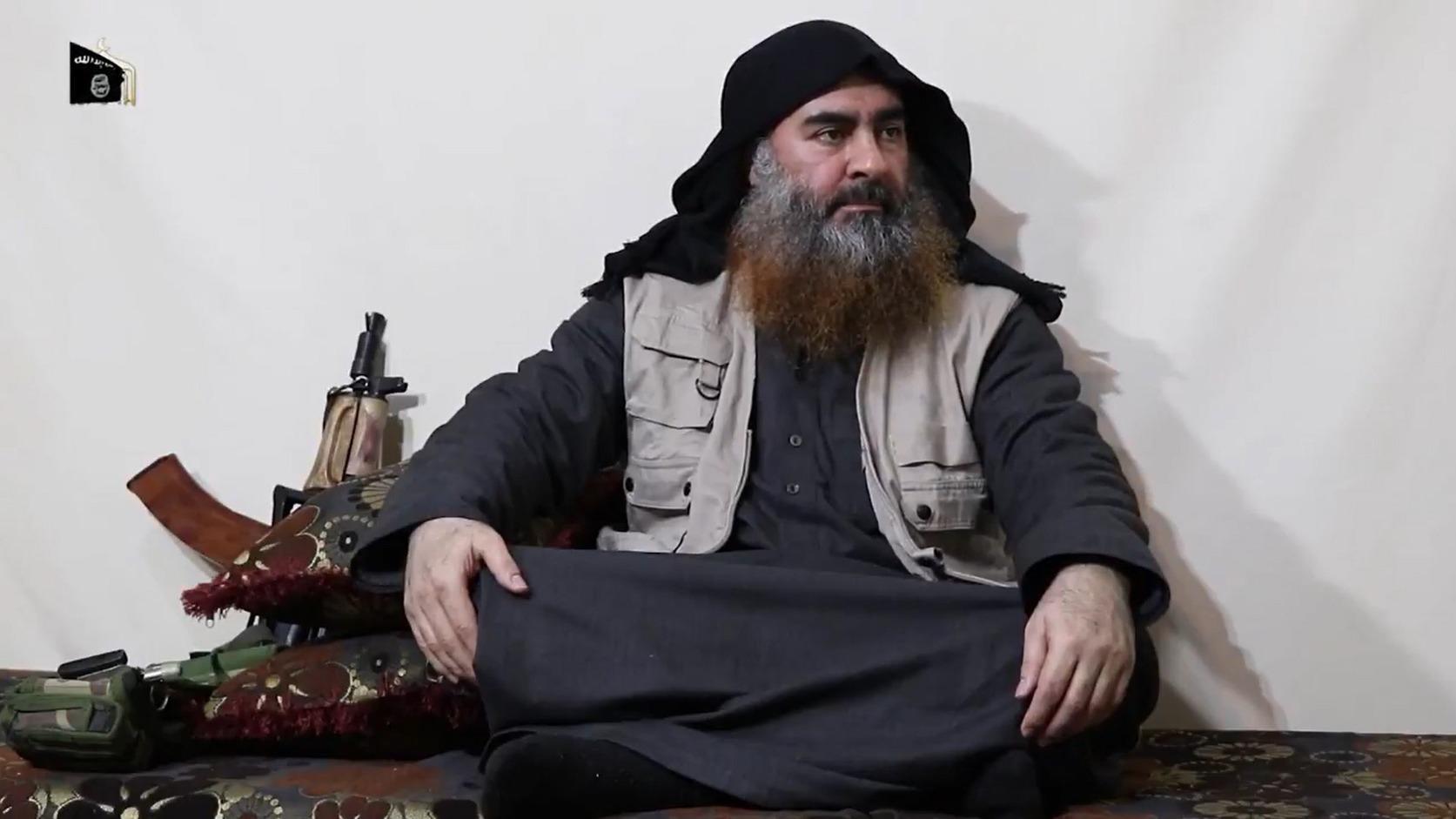 Abu Bakr al-Bagdadi, az Iszlám Állam dzsihadista terrorszervezet vezetője videóüzenetet tett közzé (Fotó: MTI/AP)