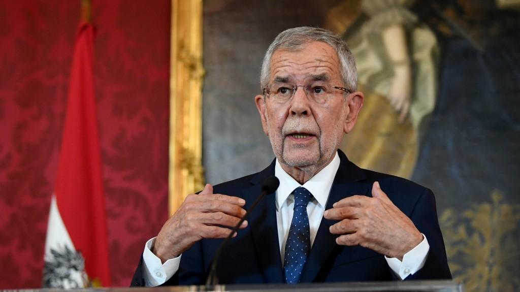 Az államfő arra kérte az osztrákokat, hogy ne forduljanak el a politikától
