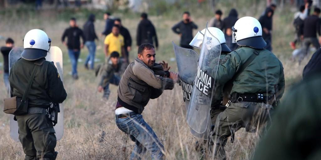Kétszáz fős, illegális bevándorlókból álló csoportot fogtak Szlovéniában