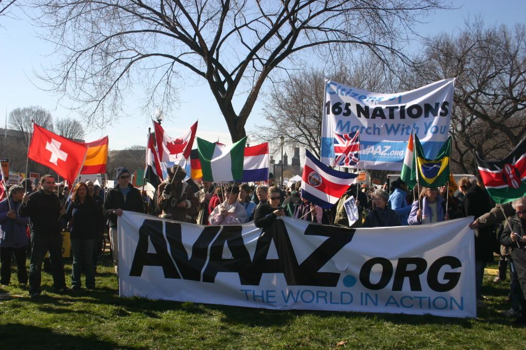 A bevándorlásellenes erők ellen kampányol az Avaaz