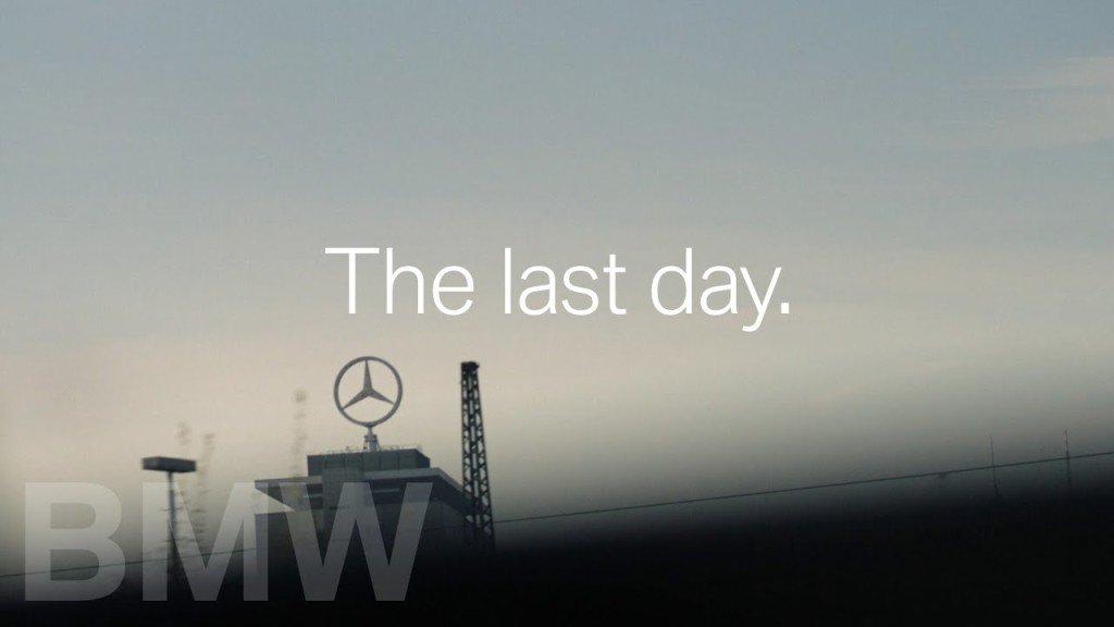 Zseniális videóval tiszteleg a legendás cégvezető előtt a BMW