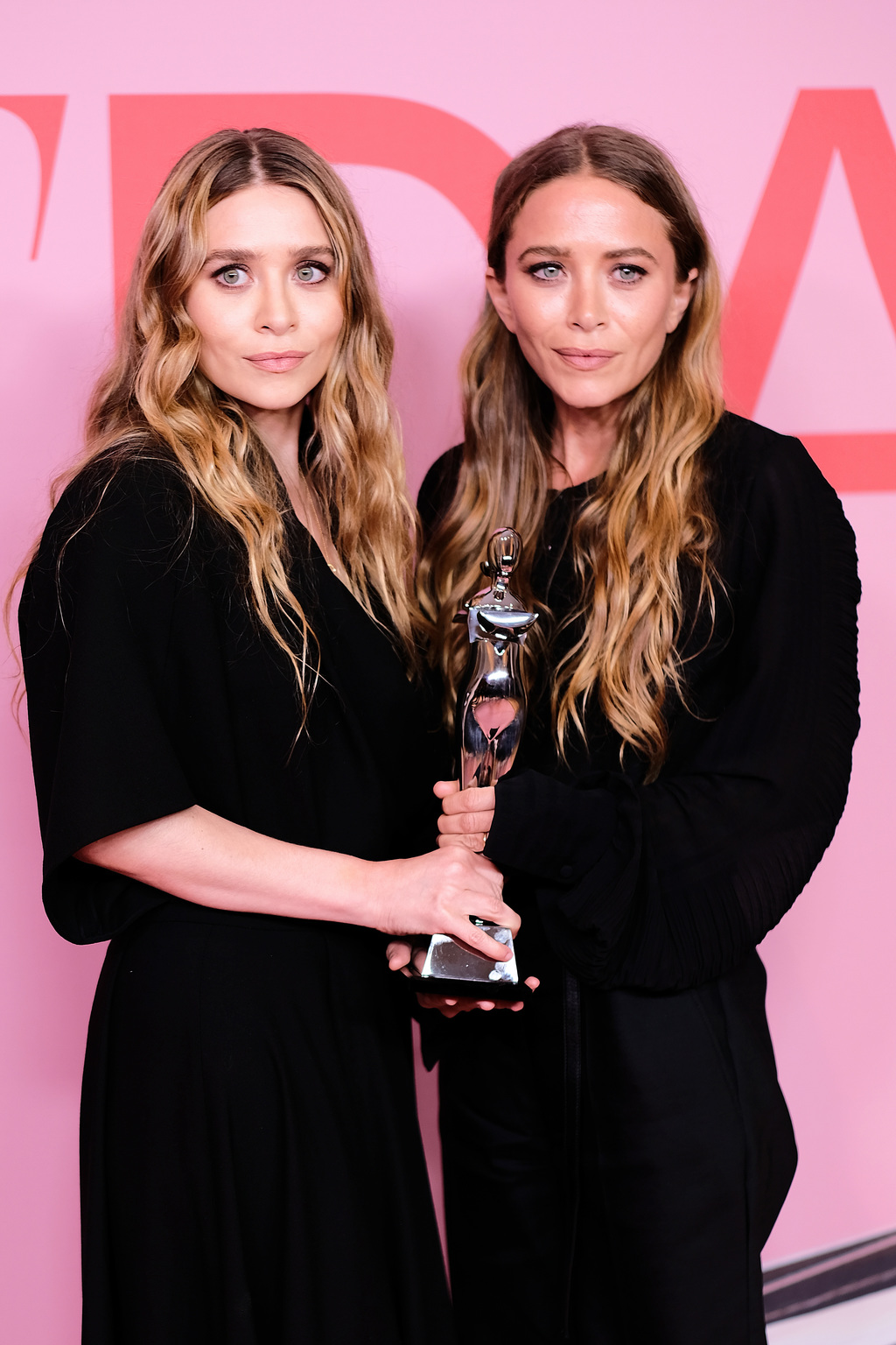 Mary-Kate és Ashley Olsen (Fotó: Getty Images/Dimitrios Kambouris)