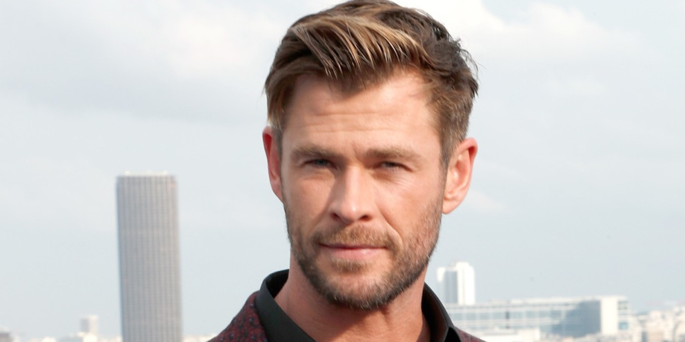 Parádés videón a pocakos Thorként éneklő Chris Hemsworth