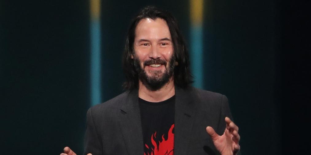 Keanu Reeves vélhetően csak kapkodja a fejét, hiszen mindenki őt akarja