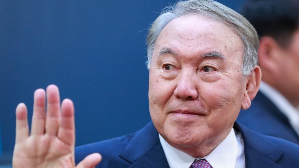 A volt kazah elnök egy orosz-ukrán csúcstalálkozó megszervezésével próbálkozik