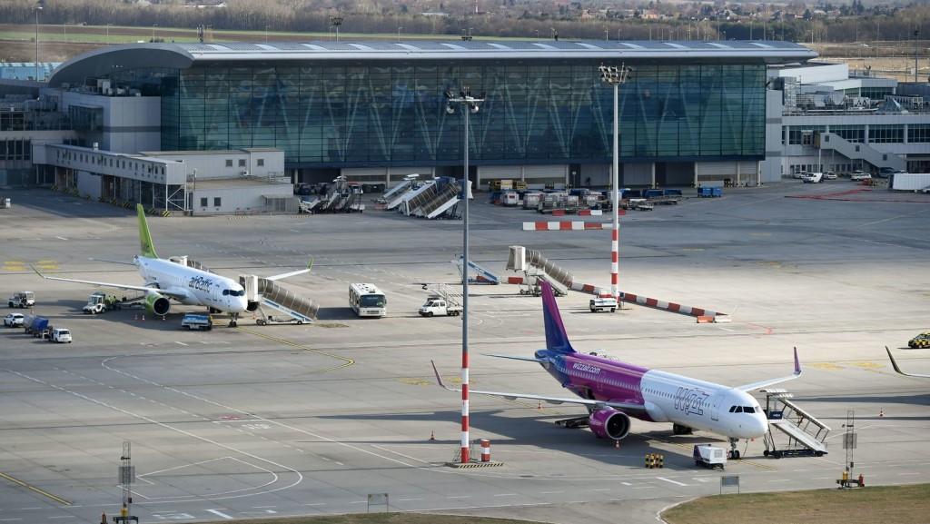 A többség elégedett a budapesti repülőtérrel, csupán annak elérhetőségét kifogásolják