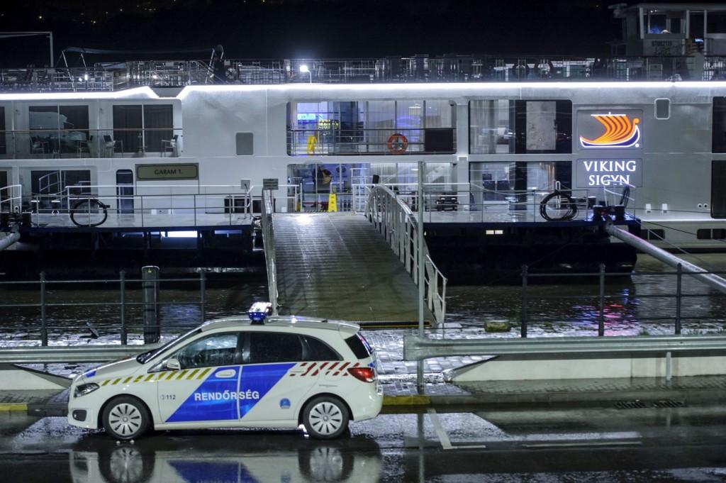 Hajóbaleset: drámai jelenetekről számoltak be a Viking utasai