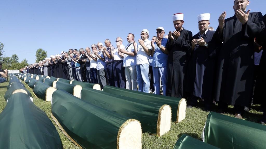 Eltemették a boszniai háború prijedori mészárlásának 86 áldozatát