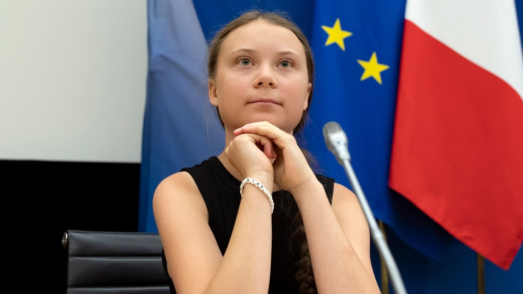 A 16 éves svéd környezetvédő aktivista a francia parlamentben járt