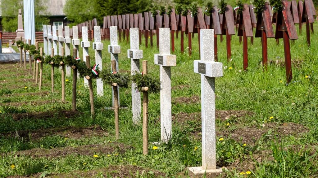 Az Úzvölgyi katonai temetővel kapcsolatos jogtiprások ellen tüntettek Székelyudvarhelyen