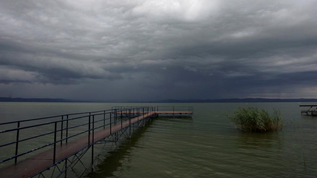 Kiadták a figyelmeztetést: szinte bárhol eshet ma az eső