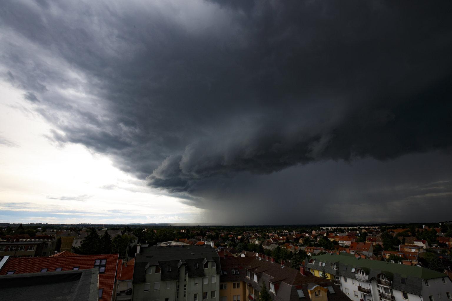 Viharfelhő Nagykanizsa felett 2019. július 13-án. MTI/Varga György