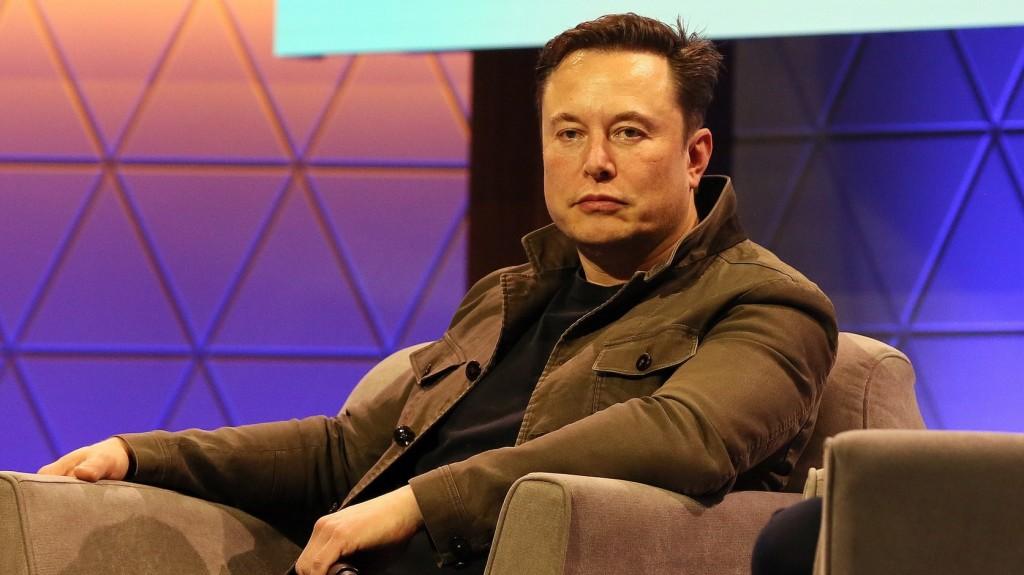 Elon Musk kiábrándítónak nevezte a Porschét vásárló Bill Gatest