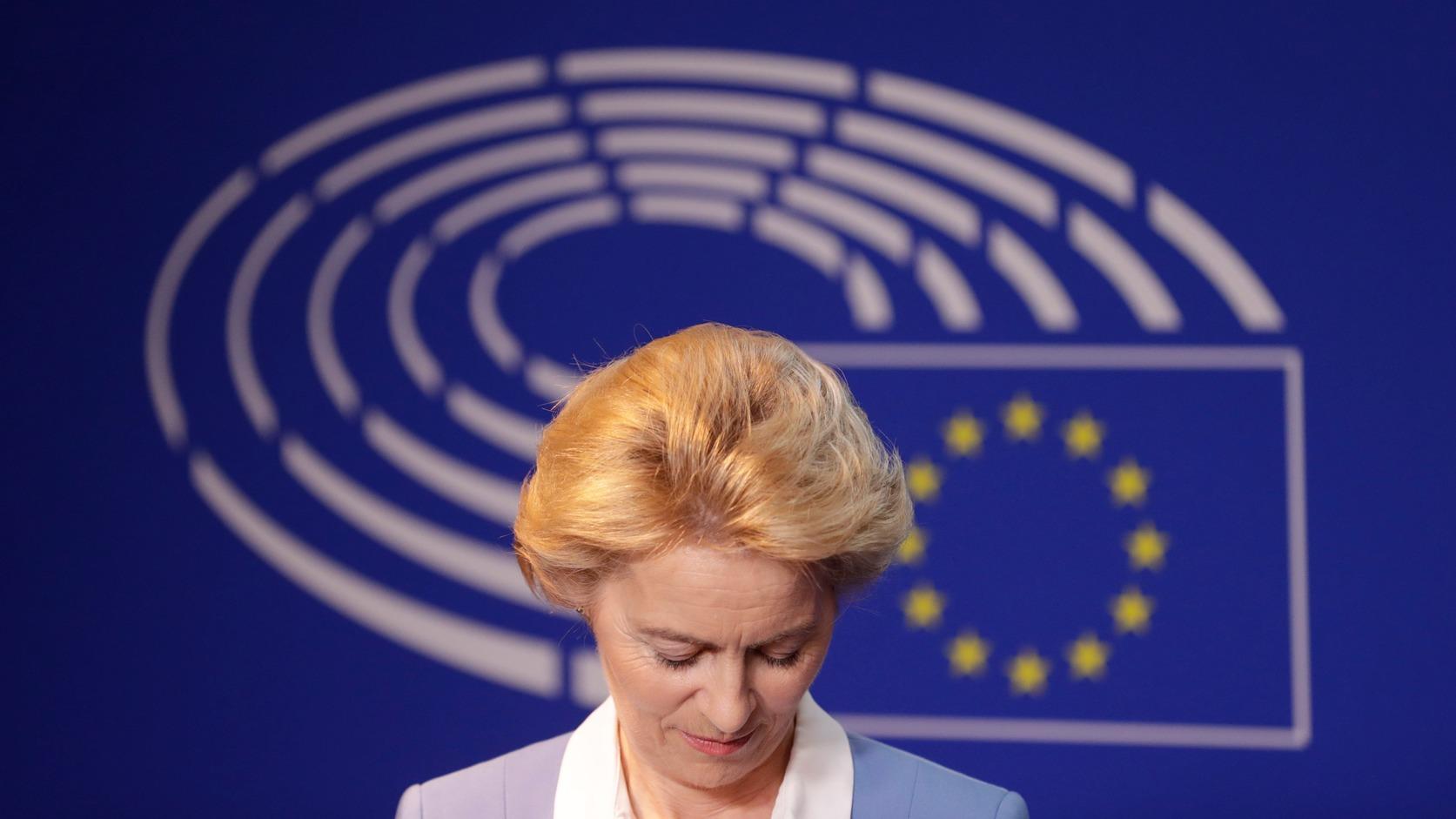 Brüsszel, 2019. július 10. Az Európai Bizottság élére jelölt Ursula von der Leyen német védelmi miniszter sajtóértekezletet tart az EP brüsszeli épületében 2019. július 10-én, miután találkozott a képviselőtestület házbizottságaként működő, Elnökök Konferenciájának tagjaival. MTI/EPA/Olivier Hoslet