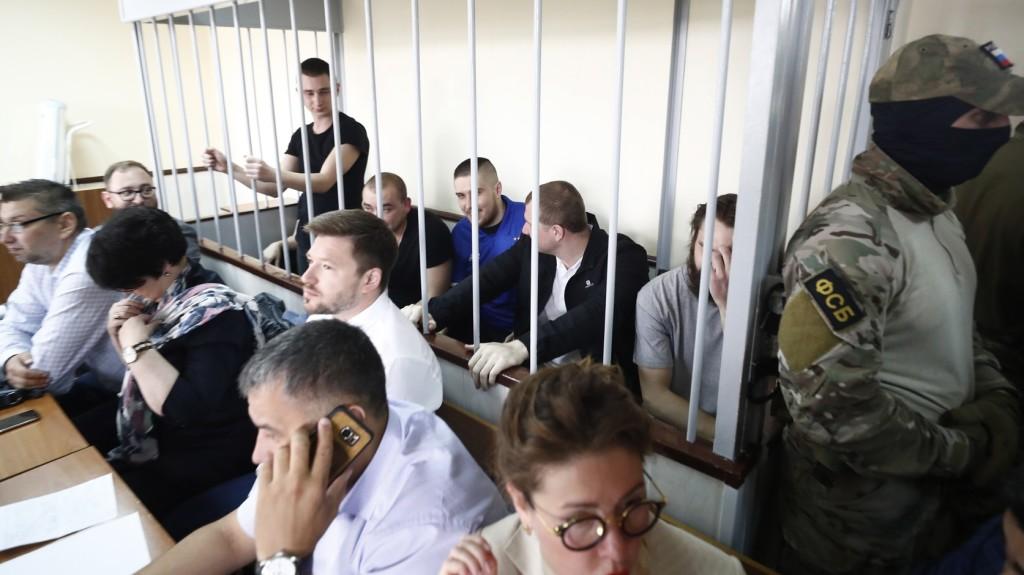 Egy moszkvai bíróság meghosszabbította az elfogott ukrán tengerészek őrizetét