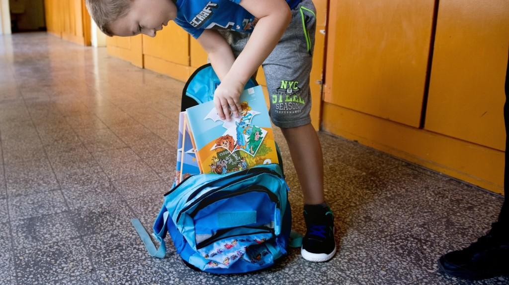 Nagyon fontos a megfelelő iskolatáska kiválasztása a szakorvos szerint