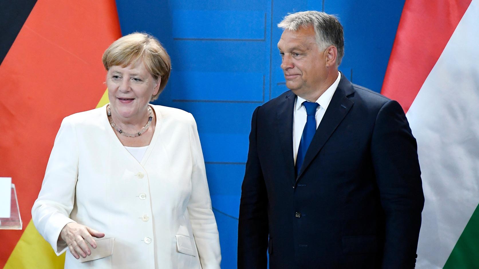 Budapest, 2019. augusztus 19. Angela Merkel német kancellár és Orbán Viktor miniszterelnök sajtónyilatkozatot tesz a Páneurópai Piknik 30. évfordulója alkalmából tartott ökumenikus istentisztelet után a soproni városházán 2019. augusztus 19-én. MTI/Koszticsák Szilárd