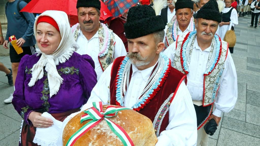 A paraszti kultúrában a kenyeret és a búzát nagy tisztelet övezte