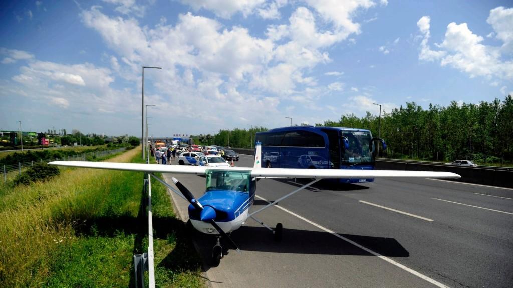Kényszerleszállást hajtott végre egy kisrepülőgép a horvátországi autópályán